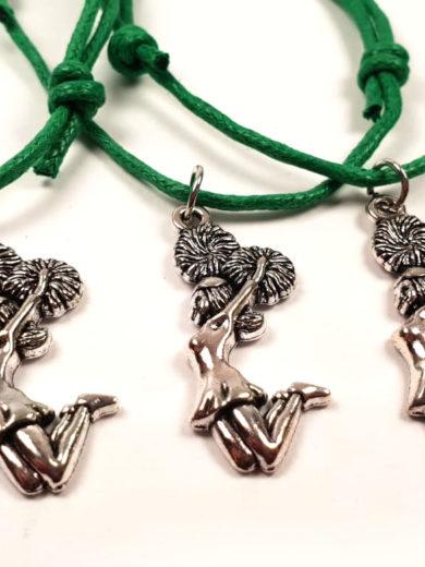 bransoletka z zawieszka na sznurku z cheerleaderką